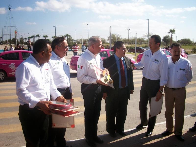 dina-runner-10-entrega-unidades-reynosa-tamaulipas_vision-automotri-3