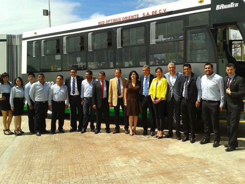 banderazo_autobus_articulado_dina_brighter_para sistema_optibus_sistema_integral_traporte_leon_guanajuato_16