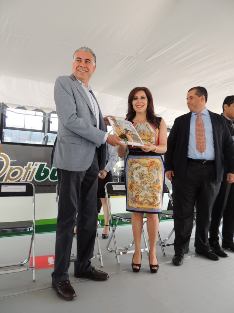banderazo_autobus_articulado_dina_brighter_para sistema_optibus_sistema_integral_traporte_leon_guanajuato_5