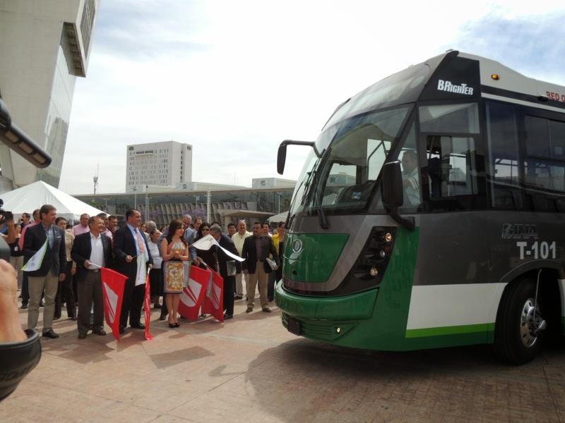 banderazo_autobus_articulado_dina_brighter_para sistema_optibus_sistema_integral_traporte_leon_guanajuato_9